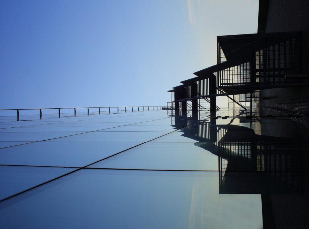 Cobertura de vidro em casa de praia