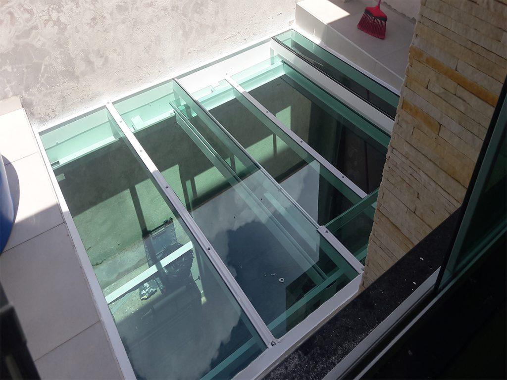cobertura de vidro retrátil com vidro verde