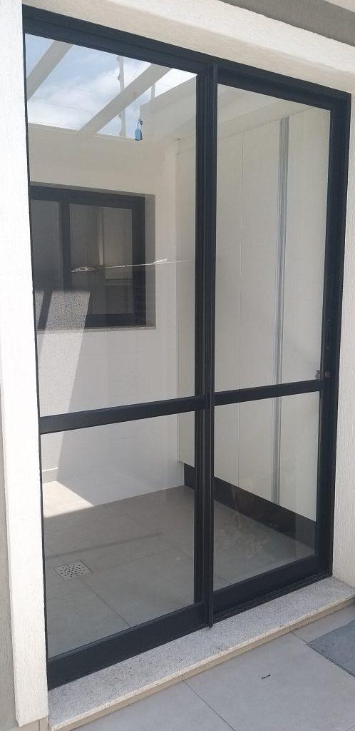 Esquadria de aluminio instalado em sacada residêncial