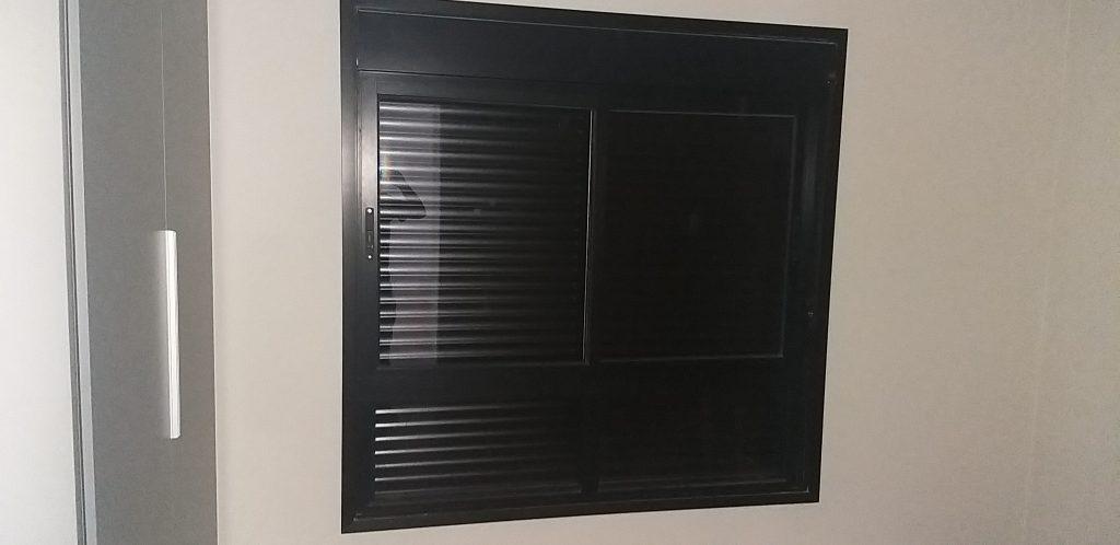 Esquadrias de aluminio em janela de apartamento